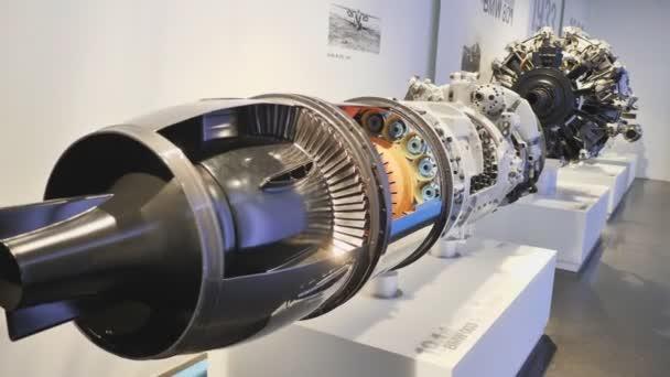 München, Deutschland - 5. August 2018: Ausstellung von PKW-Motoren im Museum von Bmw und Bmw-zentrale, München, Bayern, Deutschland.