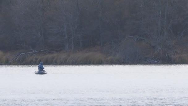 Horgász csónak őszi tavon fogások spinning csuka