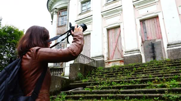 photographer removes the facade of the estate of the tsarist times