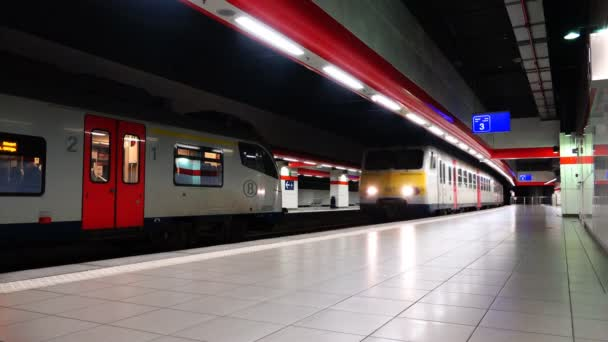 the train goes at high speed past the platform