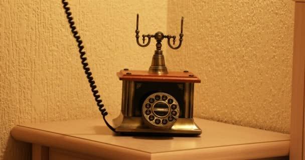 A régi telefonkészülék telefonszámának levétele