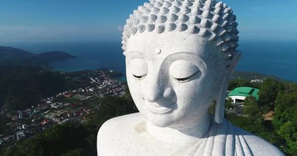 Fehér márvány Big Buddha szobrától. Légifelvételek közelről. Phuket