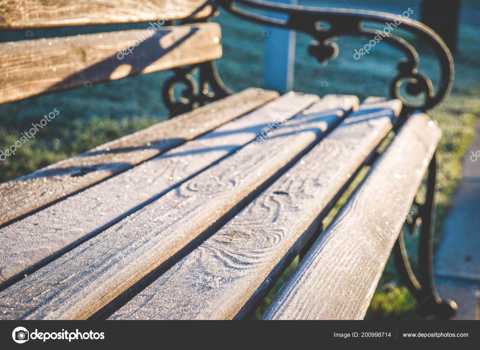 деревянные скамейки кованые чугунные ручки доски покрытые