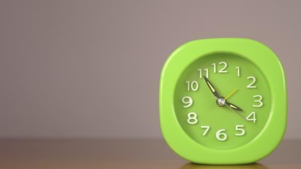 zelený ročník budíku tlukot rychlého času, rychlost, časový
