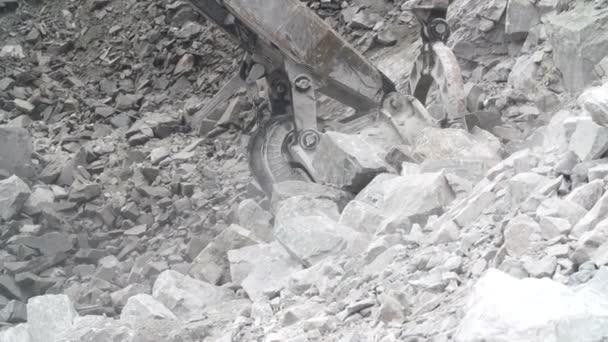 Těžba a výroba štěrku v lomu,