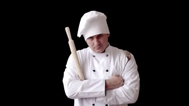 nespokojení kuchařka s váleček v bílé kuchyni jak na pozadí černé zdi. koncept představu o vaření