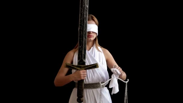 Řecká bohyně spravedlnosti Themis s mečem a šupiny na černém pozadí konceptu nápad pro advokáty a právníky