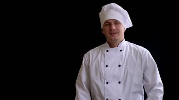 Kochen, Beruf und Menschen-Konzept - glücklicher Koch mit Nudelholz