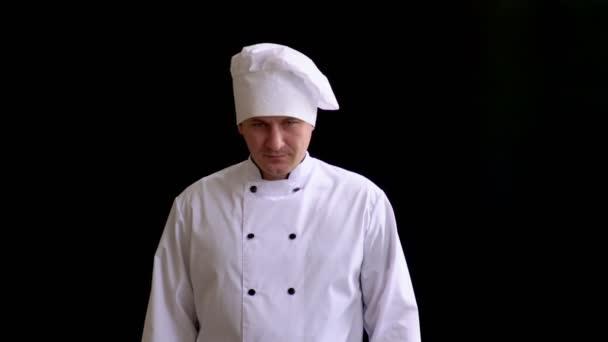 az ember megjelenése kaukázusi kell öltöny, a séf, kalap, néz grimly és majd húzza ki egy nagy konyha fejsze és tart tompa álla