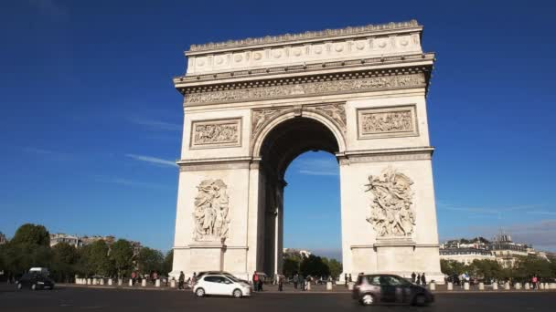 a close up view of the arc de triomphe de letoile, one of the most famous monuments in paris