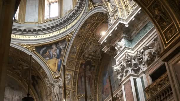 rom, italy- 30. september 2015: das architektonische detail der wände und kuppel der basilica santa maria maggiore in rom, italien
