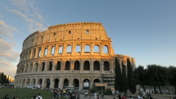 Řím, Itálie - 29. září 2015: slunce pohled Koloseum v Římě, Itálie