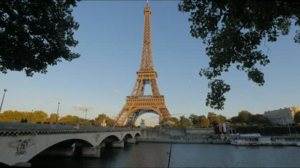 a nézet a hídon át a Szajna és az eiffel-torony