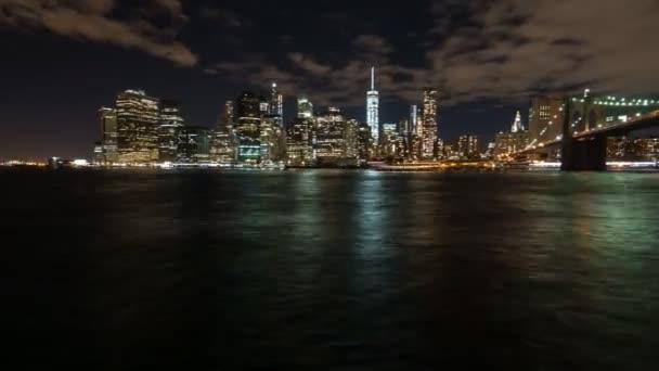 éjszakai idő megszűnése a vízparton a manhatten new Yorkban