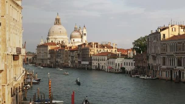 a a klasszikus nézetre, a santa maria della salute-a Canal Grande a velencei accademia-híd