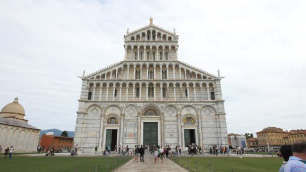 Pisa, Itálie - 28. září 2015: záběr vstup do slavného dómu v Pise, Itálie