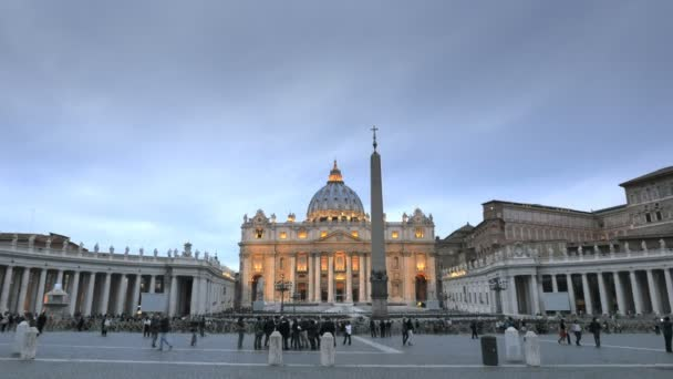 VATICAN STATE- SEPTEMBER 30, 2015: a wide view of saint peters square in rome at dusk