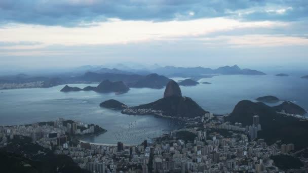 pohled za soumraku od corcavado směrem k botafogo a mt sugarloaf v rio de janeiro, Brazílie