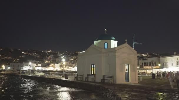 Mykonos, Řecko-září, 14, 2016: noční záběr kostela Agios nikolakis na Mykonu