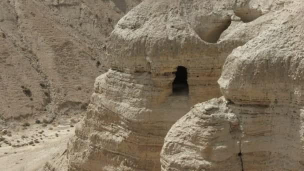 Blick auf die Höhle 4q bei qumran in israel