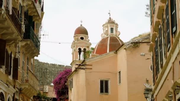 Architektur der Stadt Kerkira. Kuppel der Katholischen Kathedrale auf Korfu. Griechenland. 4k