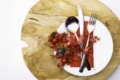 ünnepi karácsonyi asztal teríték a piros dekoráció másol hely fából készült háttér