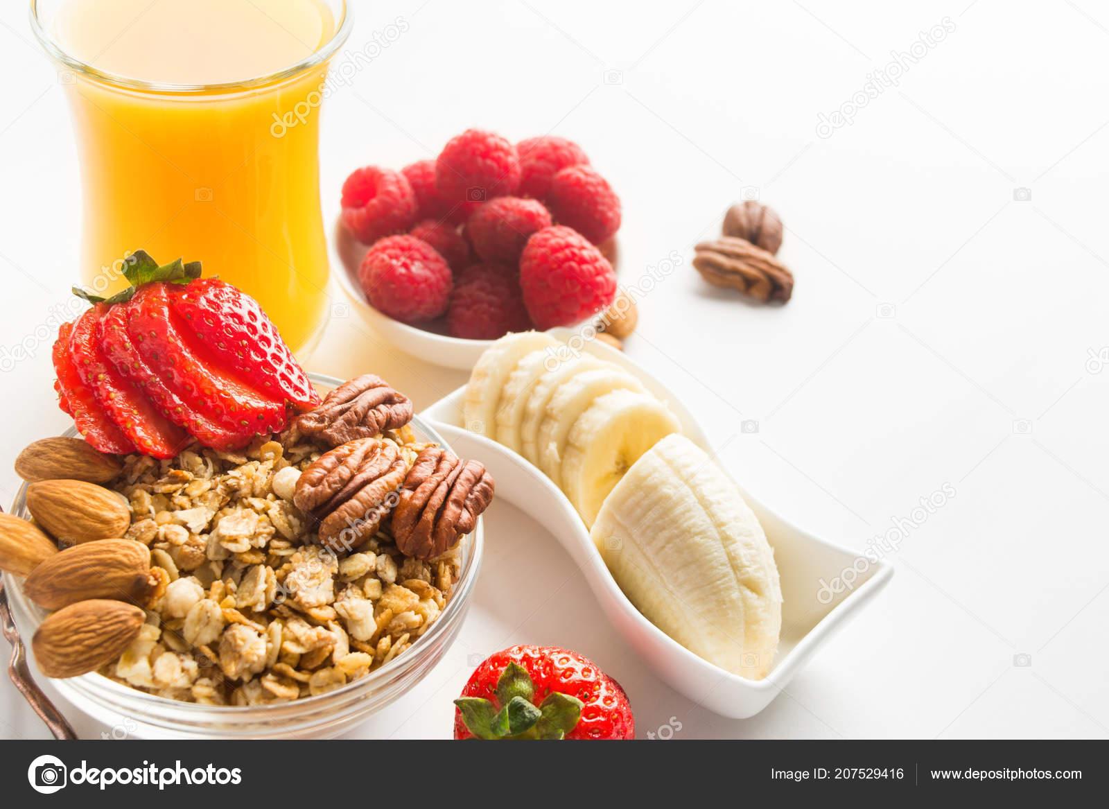 Granola Fait Maison Pour Petit Dejeuner Sain Avec Des Baies Image Libre De Droit Par Karlevana Gmail Com C 207529416