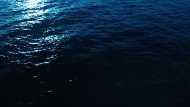 Smyčka Klidné vlny oceánu nebo vodní hladiny jezera