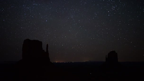 Monument Valley Milky Way Galaxy Time Lapse Tilt Up in Navajo Nation Arizona és Utah Southwest USA