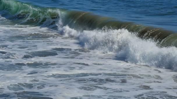 super pomalý pohyb záběry vln v oceánu
