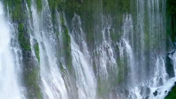 Vodopády v Shasta California Burney Falls and Mist