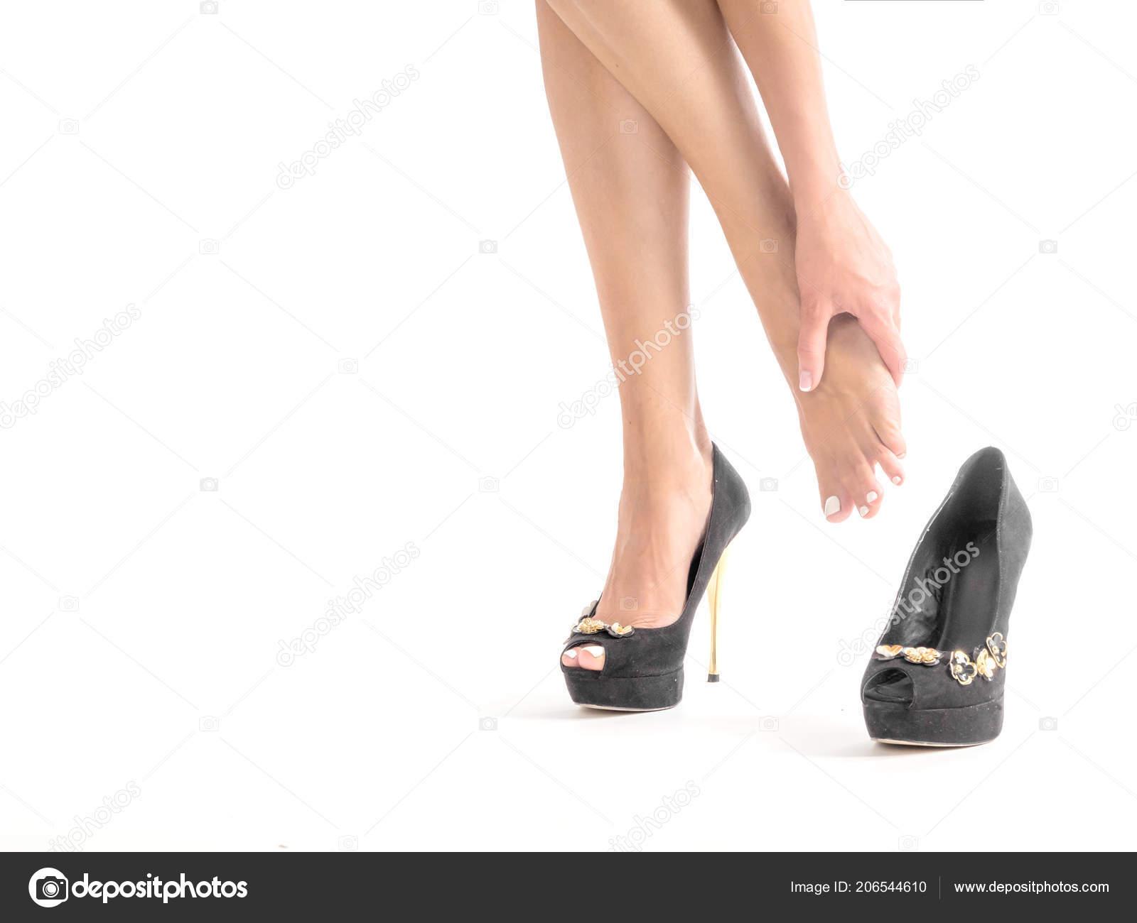 Высокой девушки идет высокий каблук