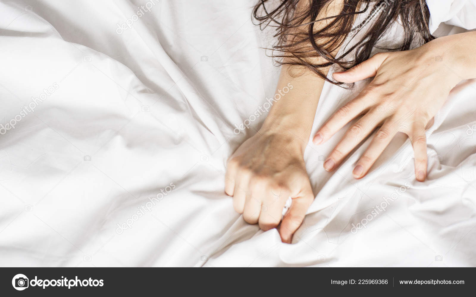 Couples Hold Hands Together Bed Close Touching Each Other White — Stock  Photo © dmitryvbel.rambler.ru #225969366