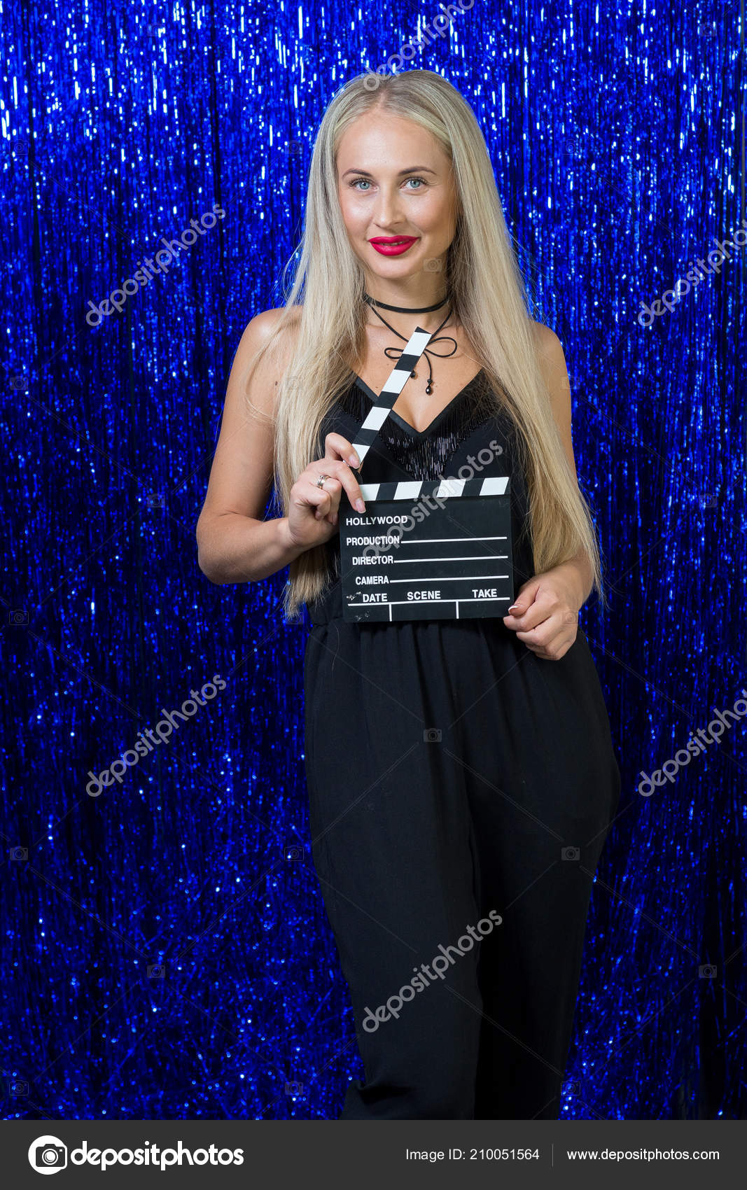 Сексуальная голубоглазая блондинка