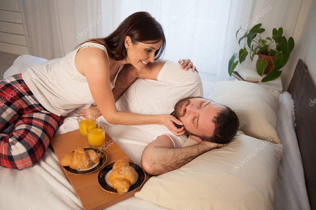 видео как встают утром супруге достигли совершеннолетия немедленно