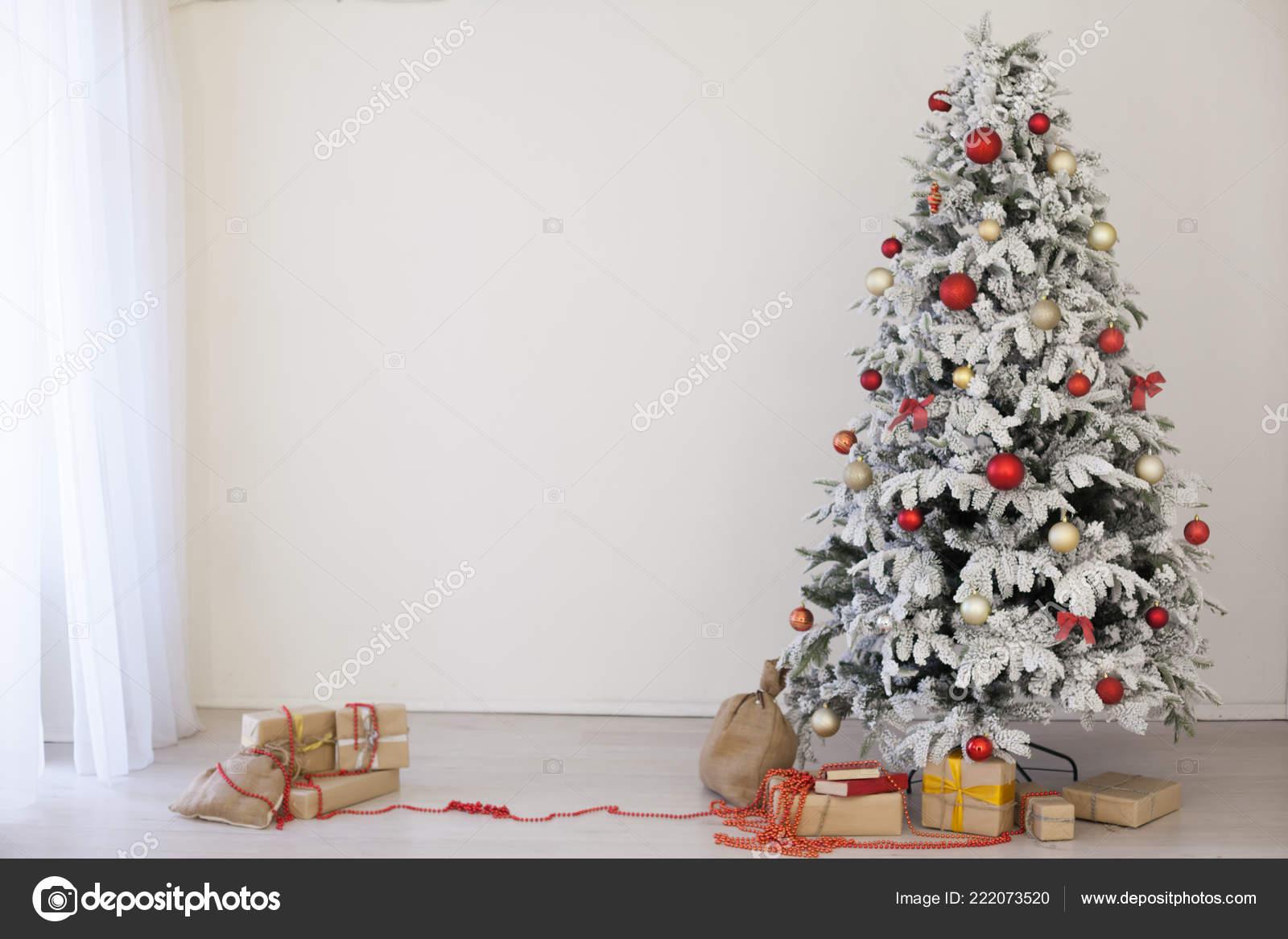 Green Christmas Tree Christmas Gifts White Room — Stock Photo ...