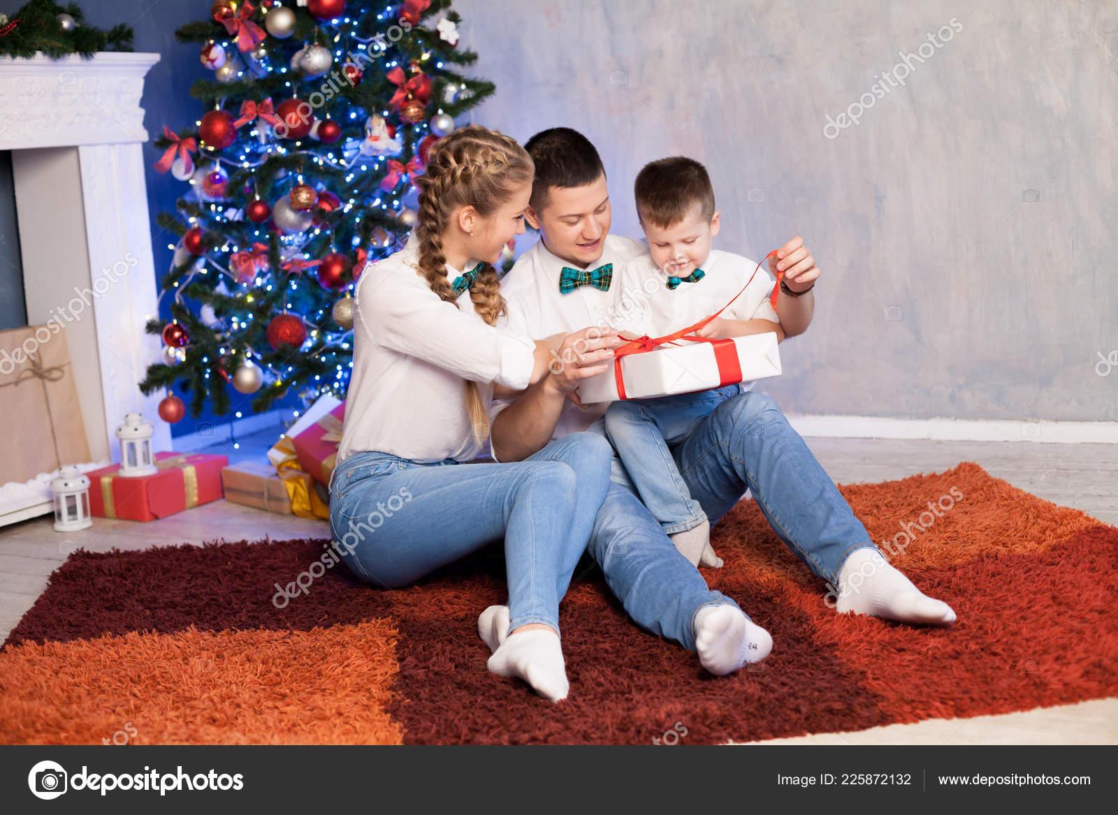 Mama Papa Und Kleinen Sohn Weihnachten Neujahr Und