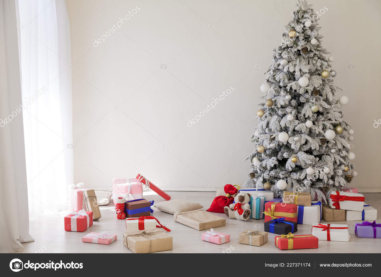 new year House Christmas tree holiday gifts happiness — Stock Photo ...