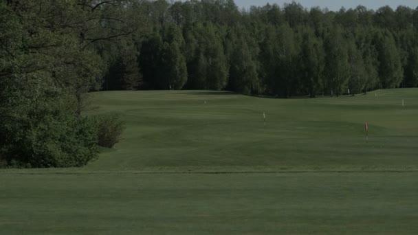 cvičné odpaliště na golfovém hřišti