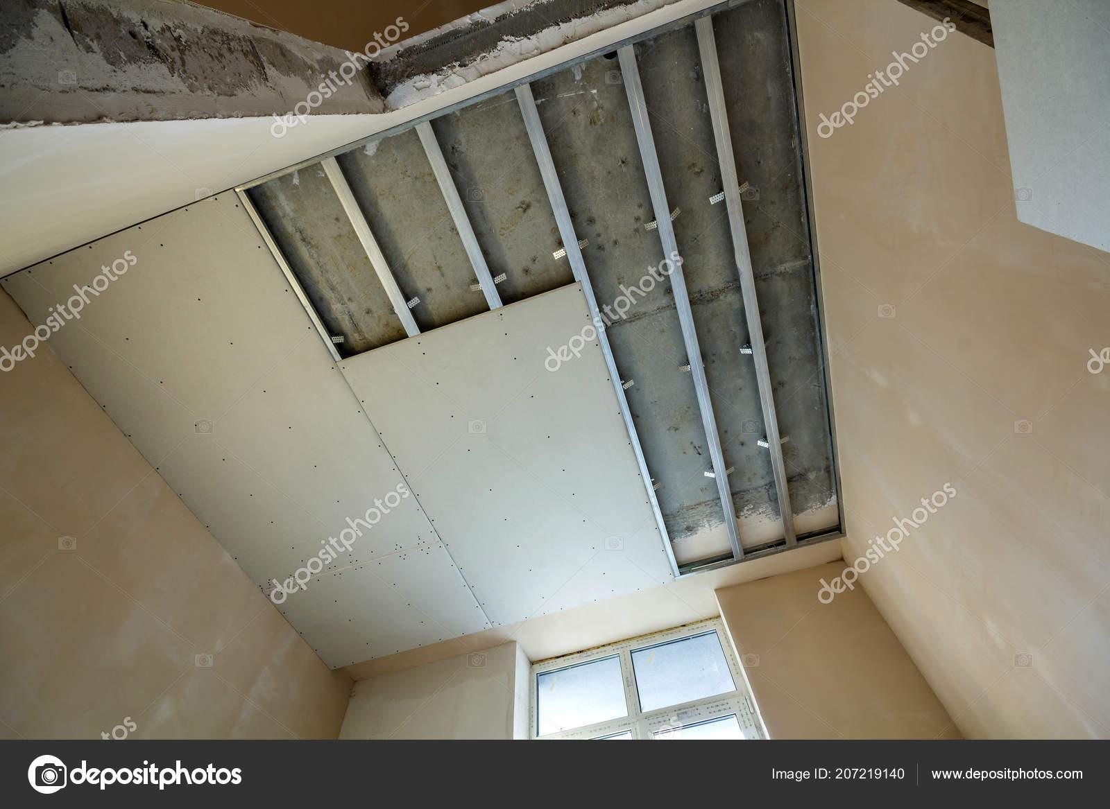 Seitlicher Blick Auf Leere Lichtraum Bau Abgehangte Decke Und Wande