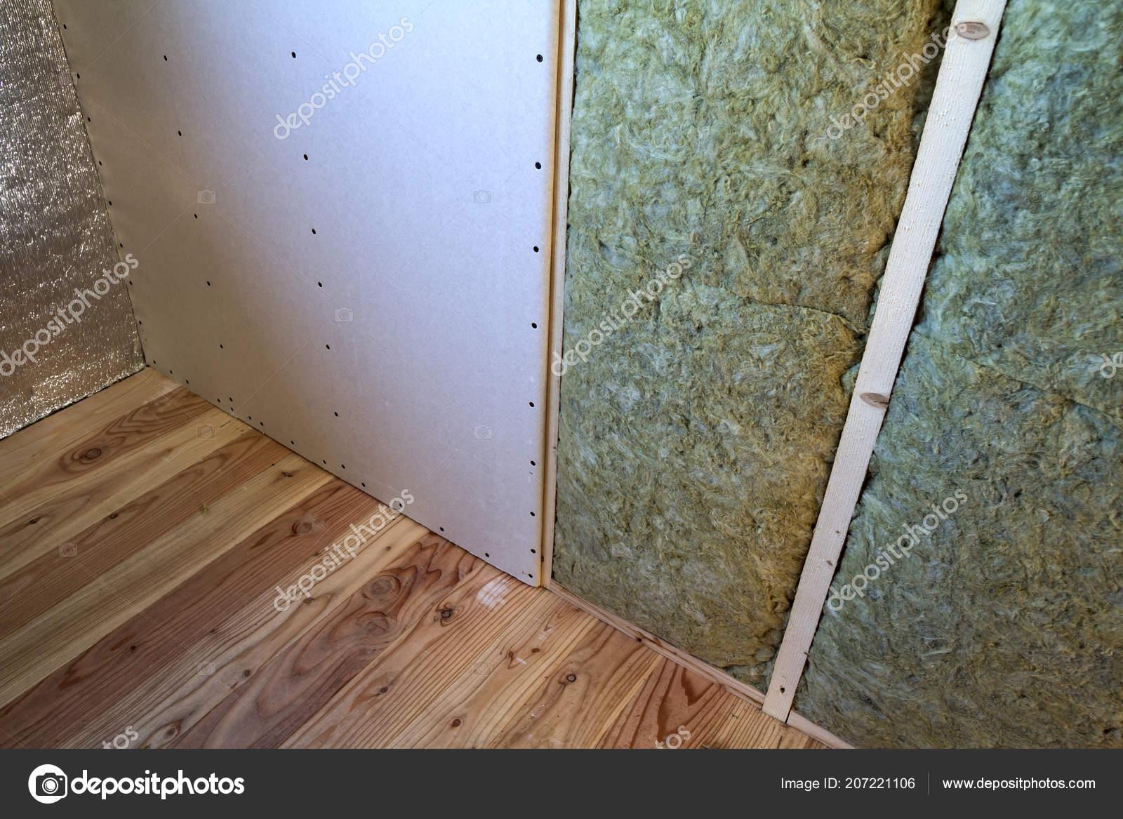 Holzrahmen Für Zukünftige Wände Mit Gipskarton Platten ...