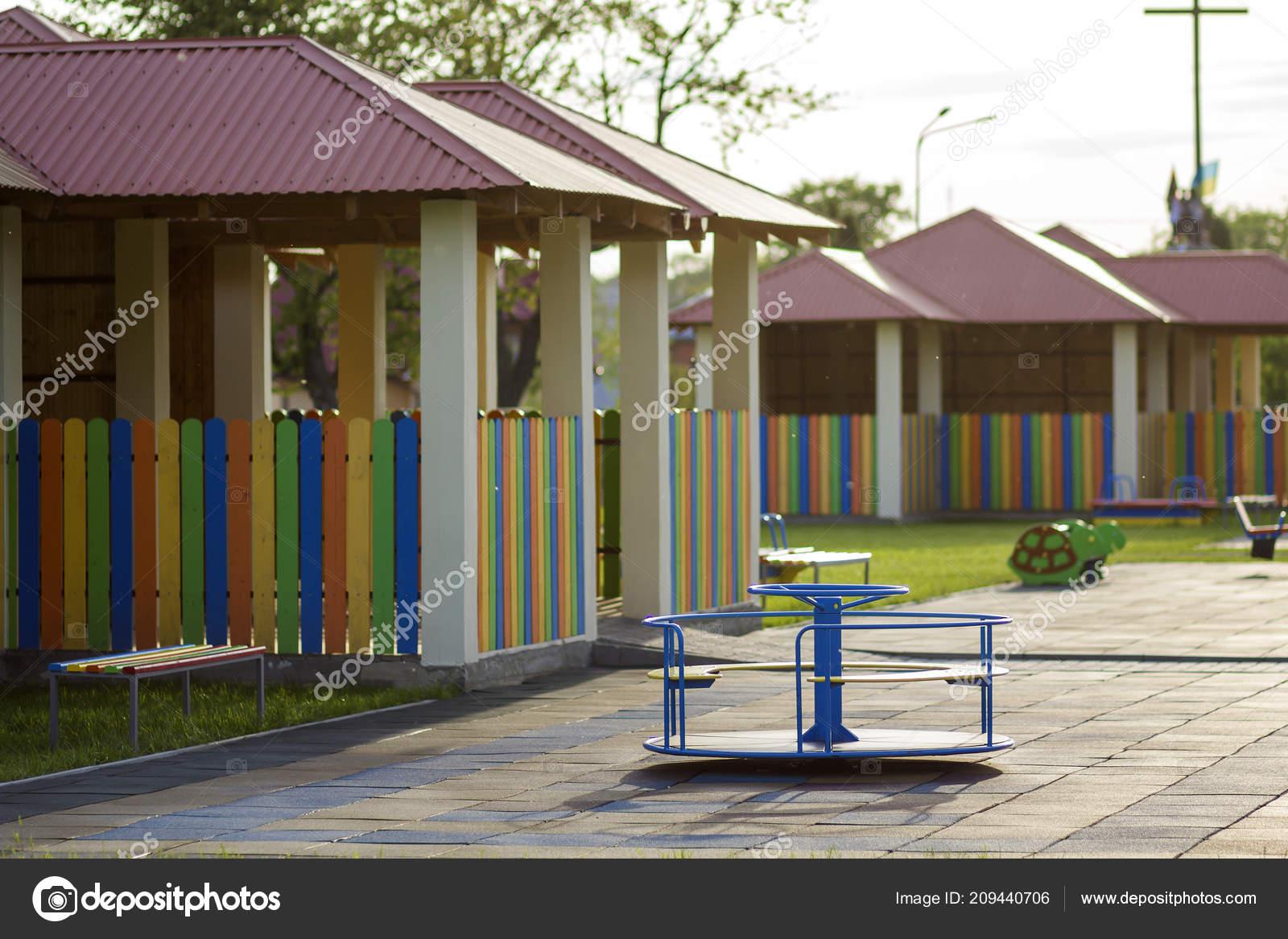 Hermoso Nuevo Moderno Patio Juegos Jardín Niños Con ...