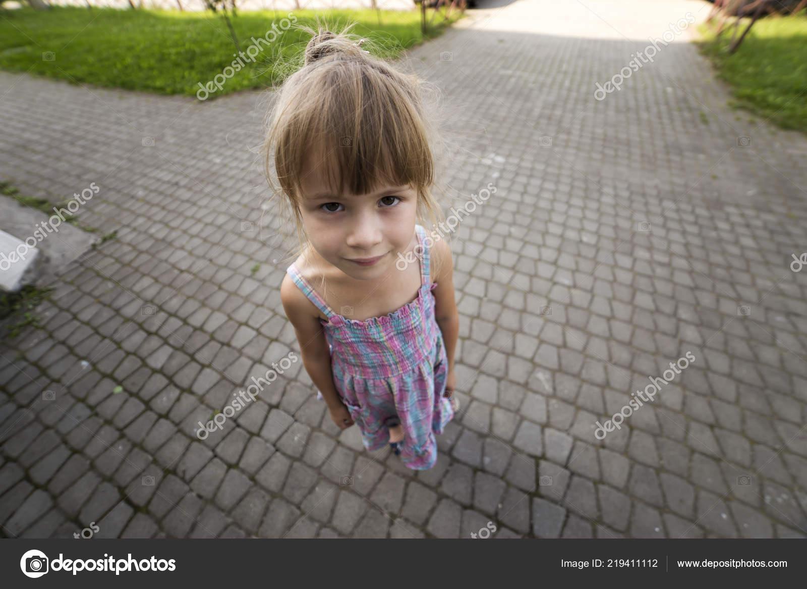 κορίτσι που χρονολογείται δύο παιδιά