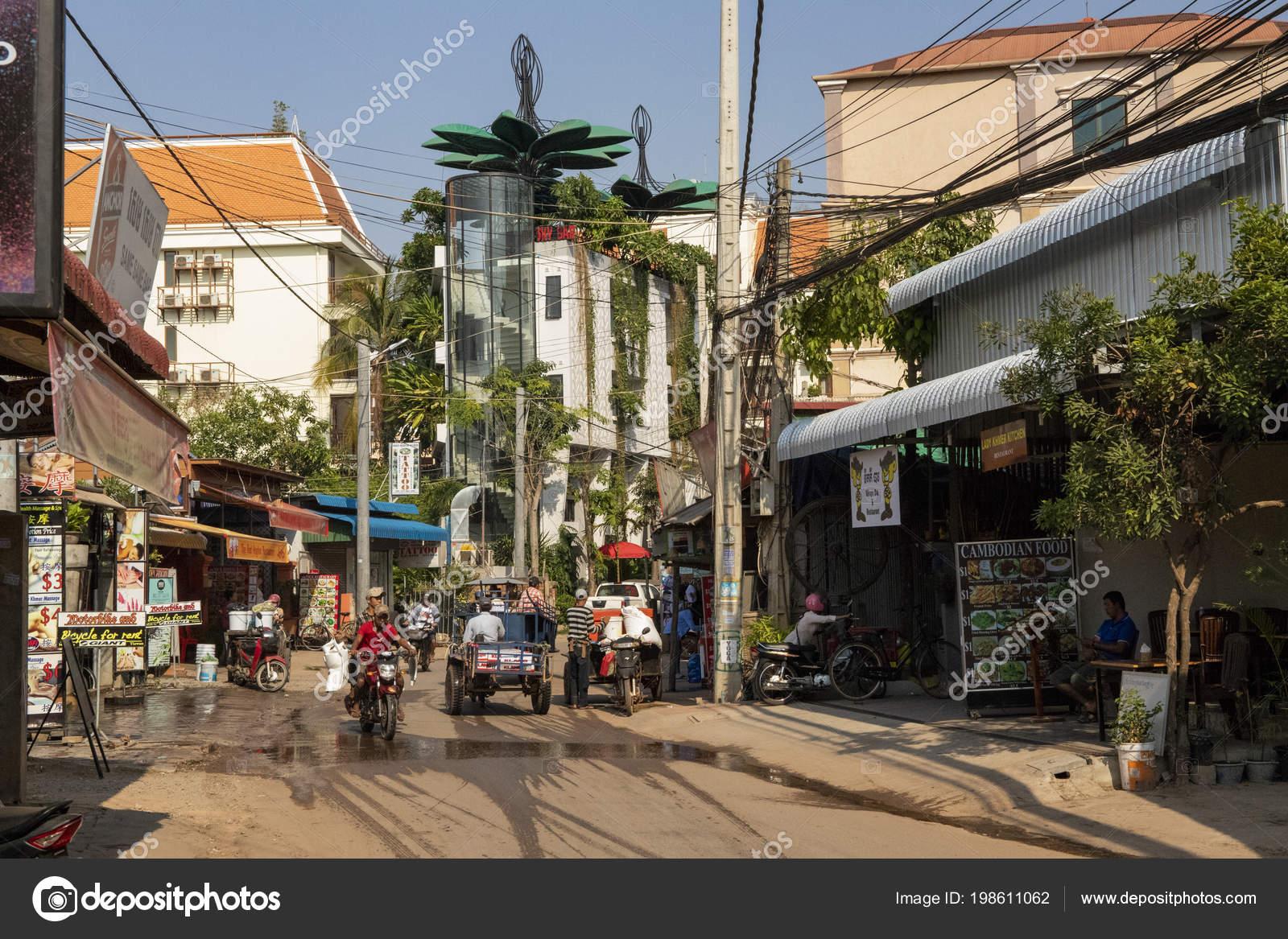 Siem Reap Cambodia March 2018 Street View Mopeds Restaurants Street