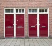 Moderní červené dveře detaily