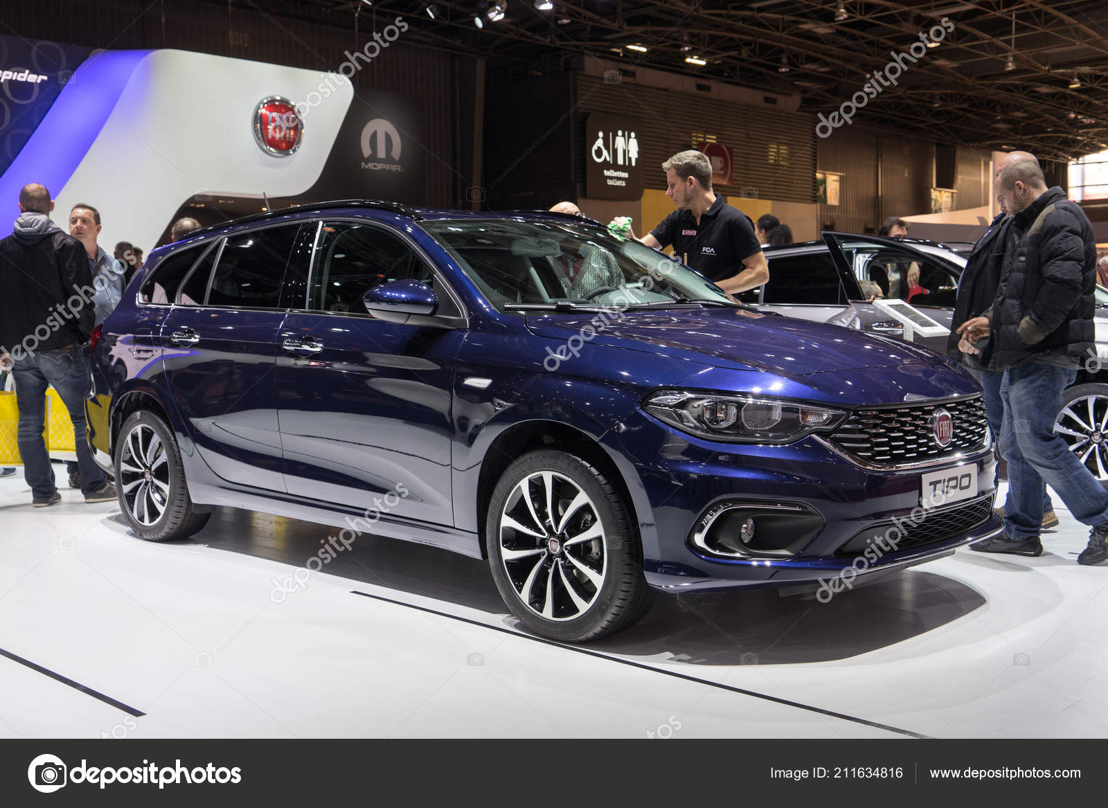 Paris France Octobre 2016 Fiat Tipo Affiche Salon Automobile ...