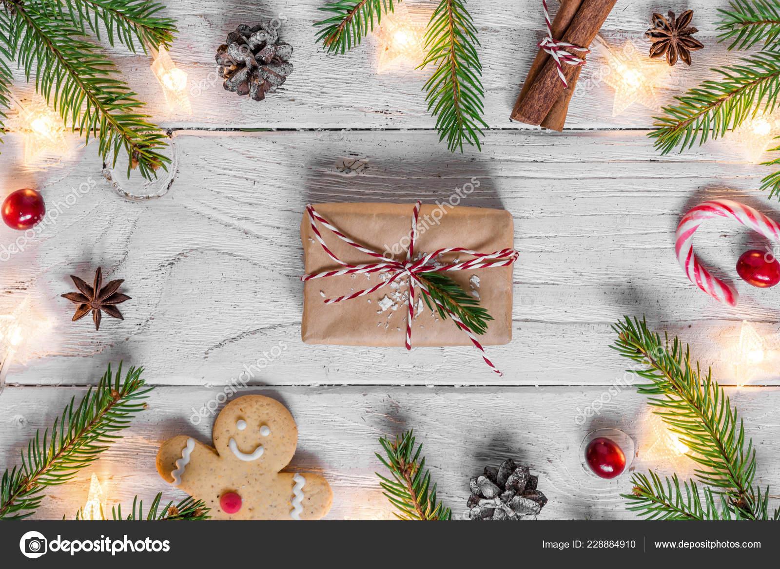 Weihnachtsbeleuchtung Kegel.Weihnachten Hintergrund Mit Weihnachtsbeleuchtung Essen Tanne Beeren