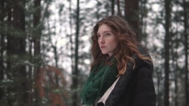 portrét podivné a tajemné Krysaře v zimním lese