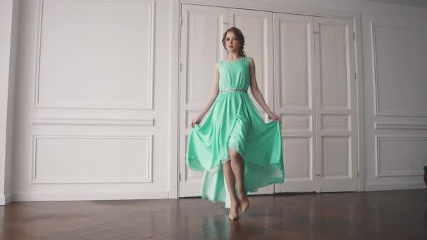 Видео в платьях #12