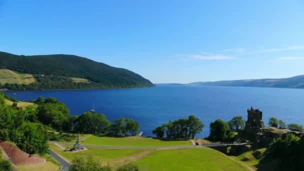 Urquhart Castle a Loch Ness nelle Highlands scozzesi - veduta aerea